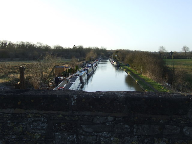Canal at Aynho looking south from the Road Bridge