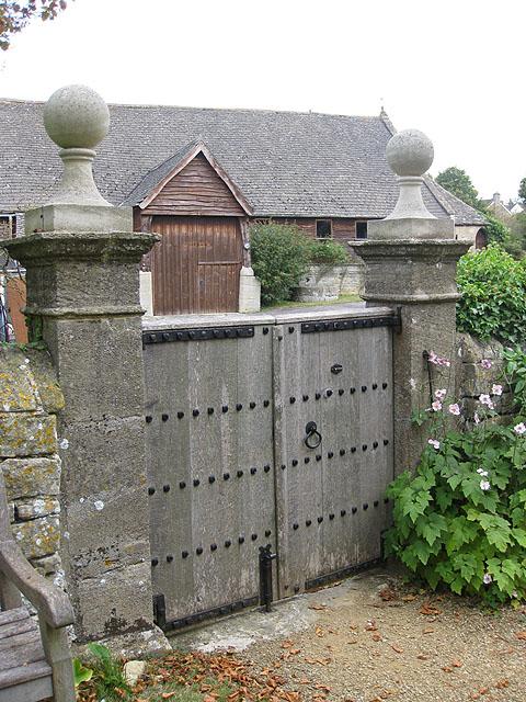Church gates, Southam