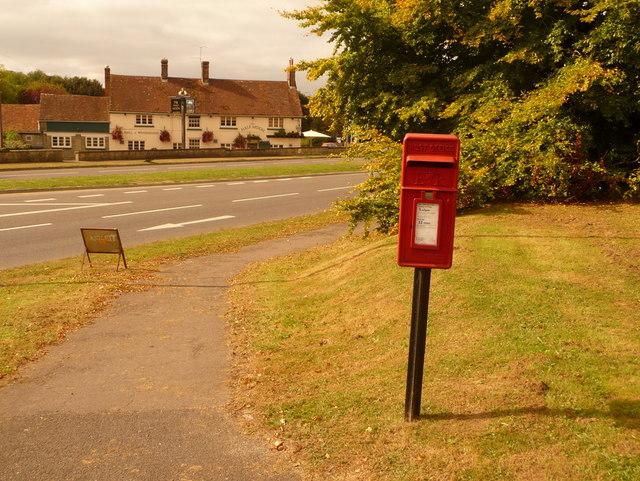 Shaftesbury: postbox № SP7 24, Pix Mead Gardens