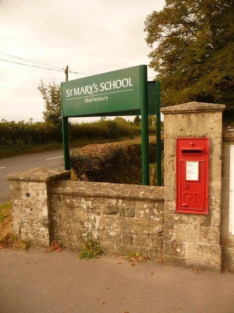 Shaftesbury: postbox № SP7 8, Salisbury Road
