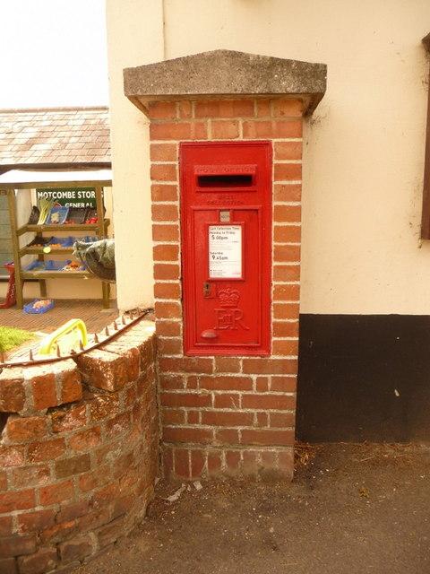 Motctombe: postbox № SP7 31, The Street