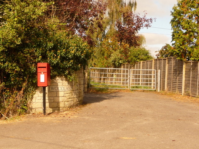 Motcombe: postbox № SP7 6, Elm Hill