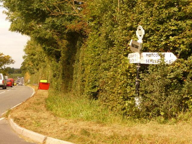 Motcombe: Motcombe Turnpike signpost