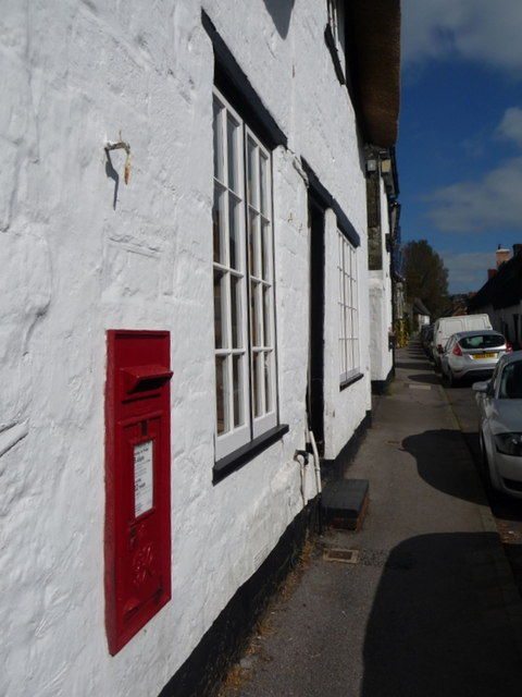 Shaftesbury: postbox № SP7 13, St. James Street