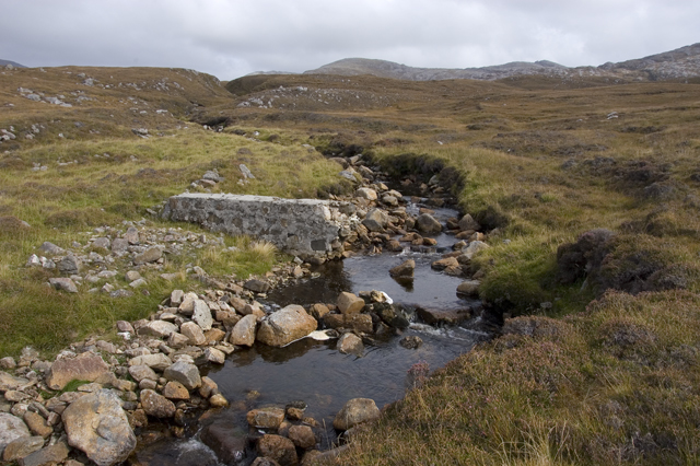 Ruined weir on the Abhainn Hotaroil