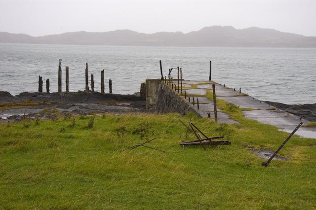 Ruined pier, Rubha Cuil