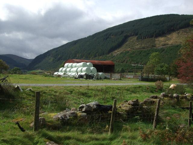 Barn and bales at Penmachno (2)