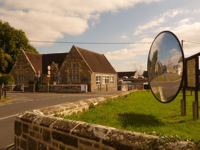 Shaftesbury: Abbey Primary School and motorists' mirror