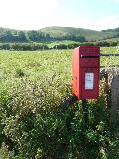 Melbury Abbas: postbox № SP7 39