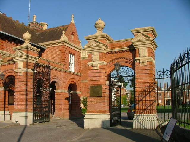 Entrance to Marlborough College on the Bath Road.