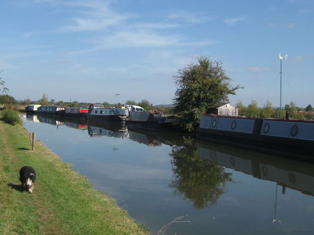 Grand Union Canal – Moorings North of Bridge No 123
