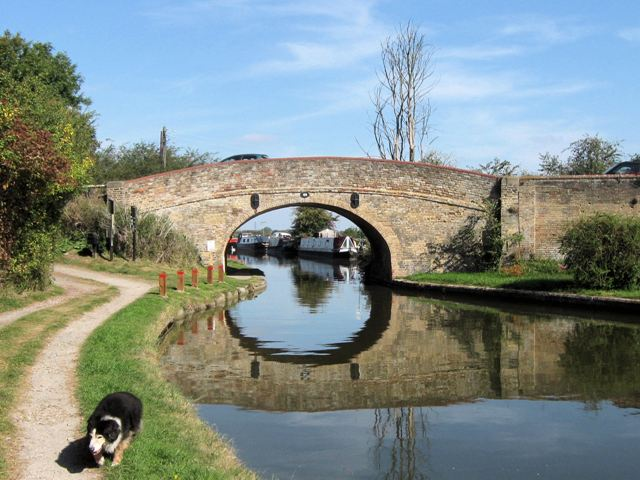 Grand Union Canal Bridge No 123 at Ivinghoe