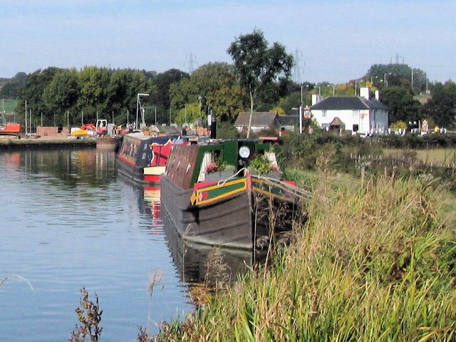 Grand Union Canal - Moorings South of Grove Lock