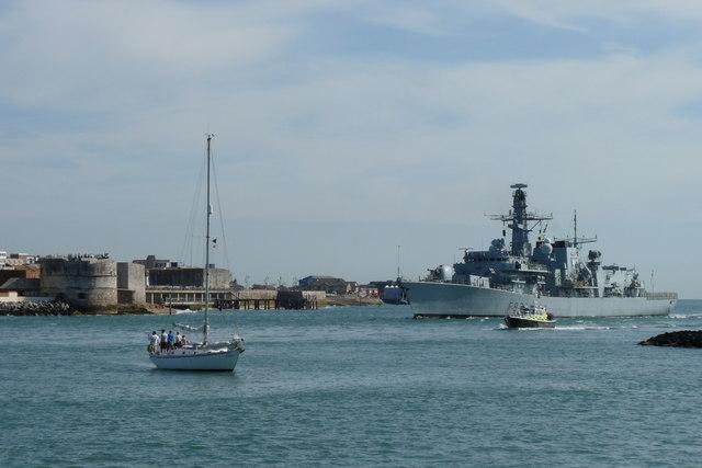 HMS St.Albans Enters Portsmouth Harbour