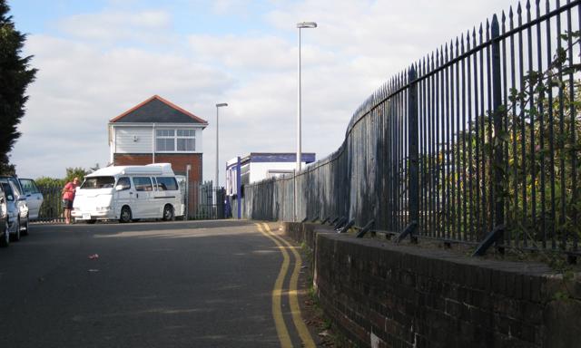 Dawlish Warren railway station approach