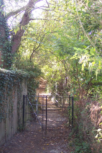 Kissing gate and footbridge near Horsmonden
