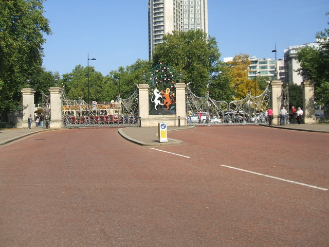 The Queen Mother's Gates, Hyde Park