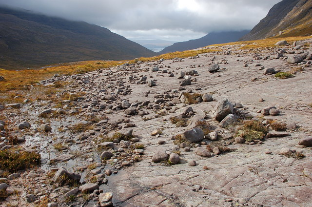 Sandstone slab strewn with boulders