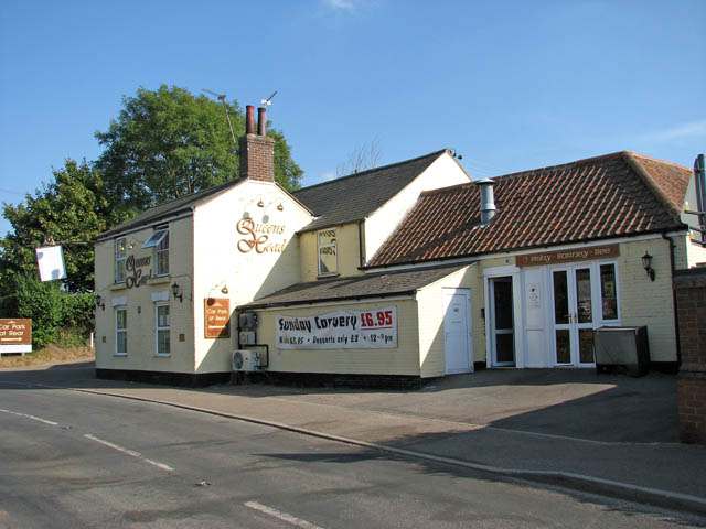 Beccles Road past the Queens Head public house