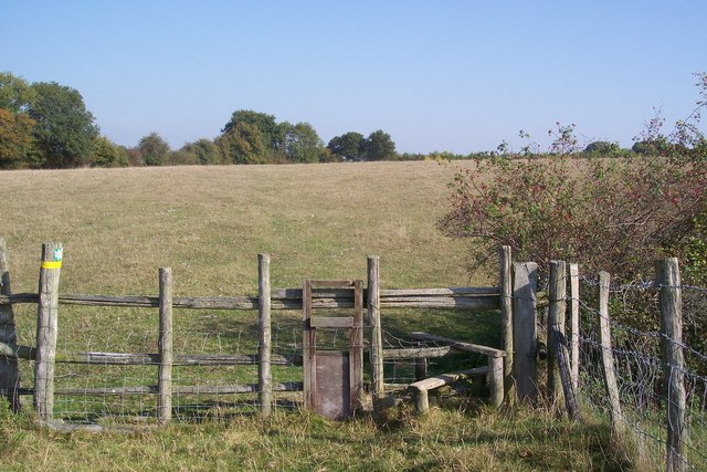 Dog gate and stile near Trottenden Farm