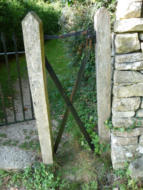 Scissor gate, Duntisbourne Rouse
