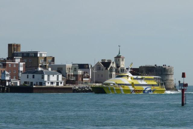 FastCat Ryde Arrives at Portsmouth Harbour