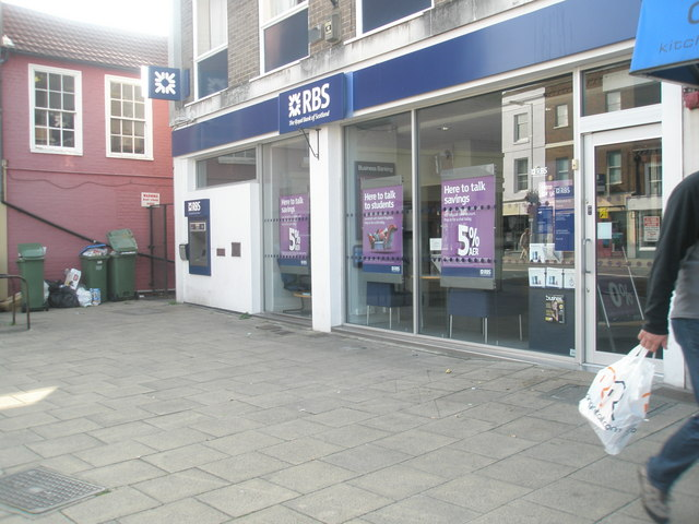 Overflowing bins near RBS in Fareham town centre