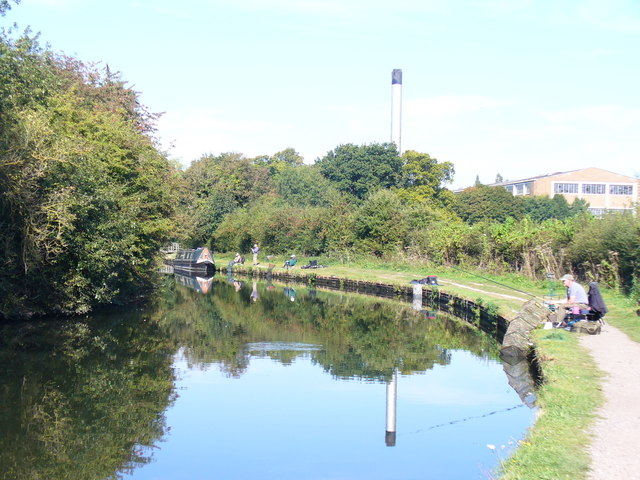 Grand Union Canal by Nash Mills