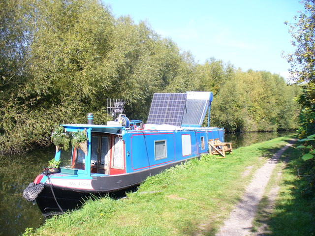 Solar Power on the Grand Union Canal