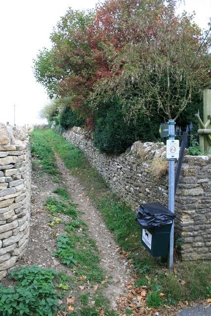 Footpath in Shipton Under Wychwood