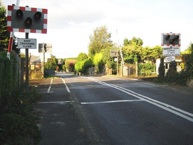 Toddington: Toddington Lane level crossing