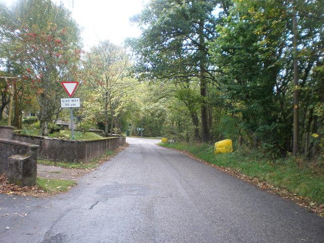Approaching T-junction near A9