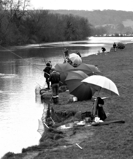Fishing on the River Thames at Whitchurch