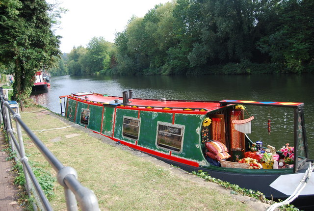 Narrowboat moored on the Medway