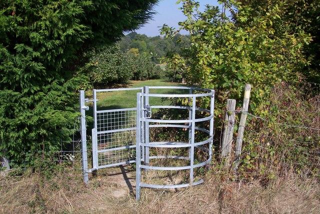 Kissing gate near Trillinghurst Farm