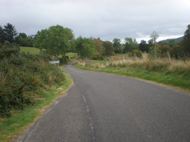 Approaching Spinningdale from Migdale