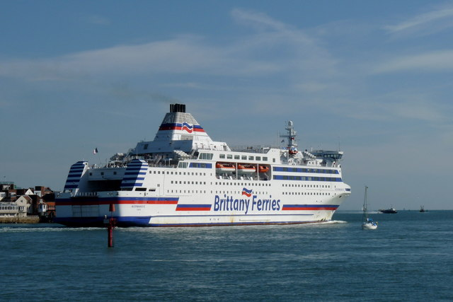 Normandie Leaving Portsmouth Harbour (2)