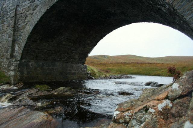 Vagastie Bridge over Allt a' Chraisg