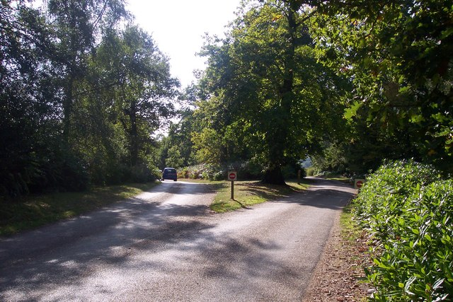 Exit and entrance access roads for Scotney Castle