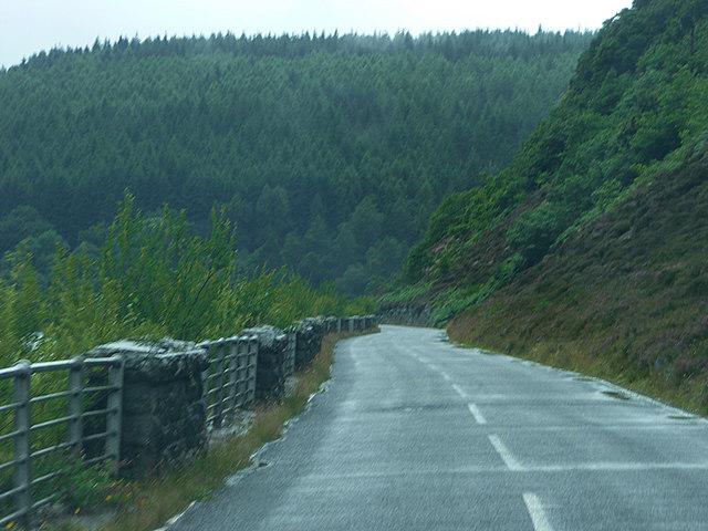 Road alongside Caban Coch Reservoir