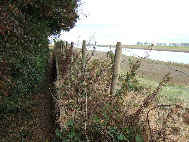 A very narrow footpath