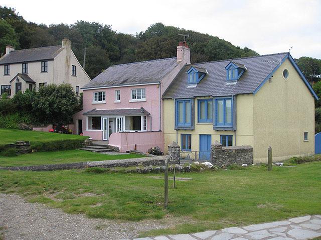 Beachfront properties, Cwm-yr-Eglwys