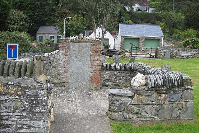 Walled grave plot, Cwm-yr-Eglwys