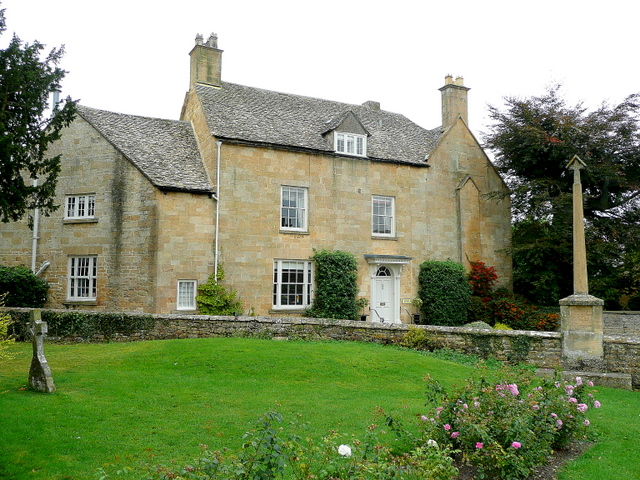 Cotswold stone house in Willersey