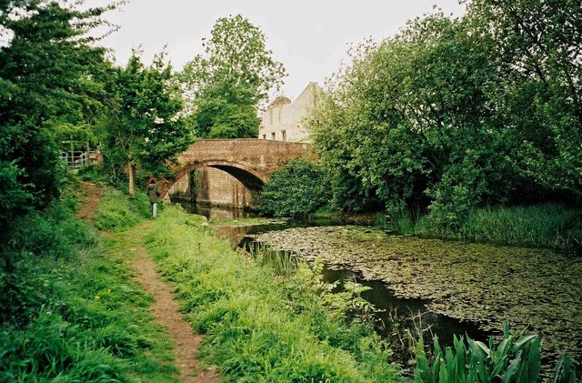 Wildmoorway Lower Lock Bridge & cottage, Thames & Severn Canal