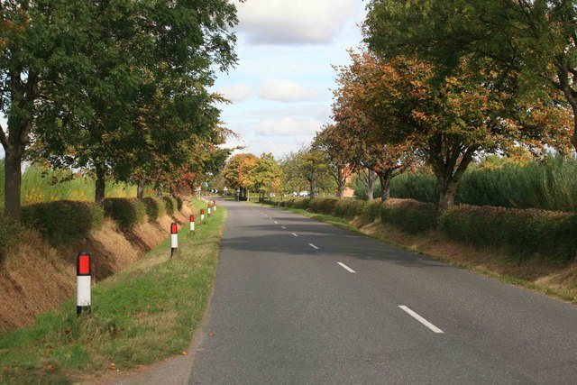 Approach road towards East Drayton