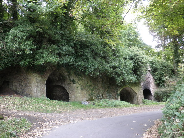 Disused lime kilns, near Kerswell Cross
