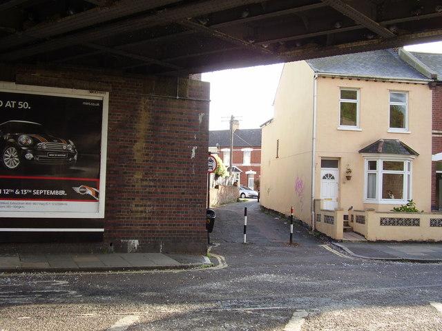 A short cut to Albion Street from Okehampton Road