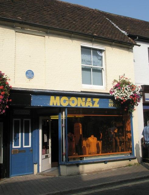 Moonaz in Bishop's Waltham High Street