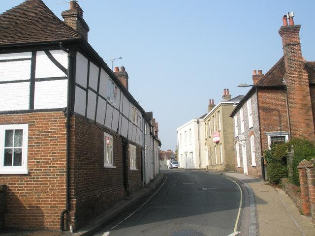 Road narrowing in Bank Street